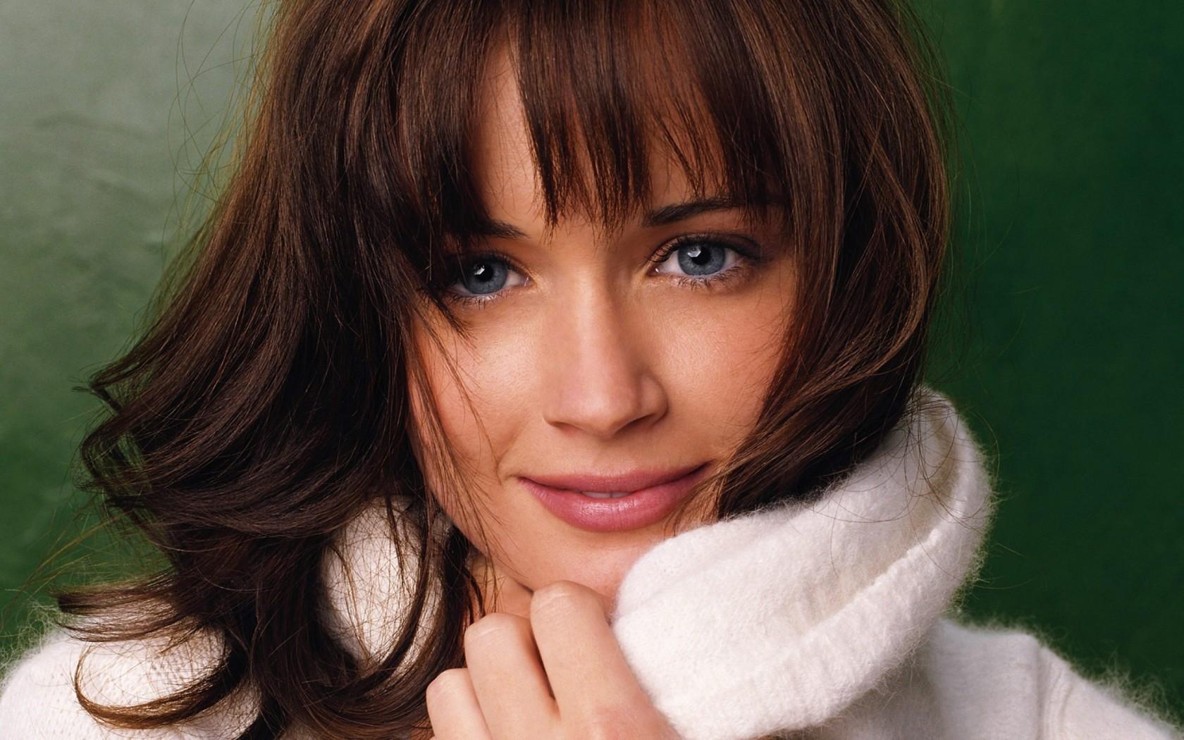 Alexis Bledel American Actress Wallpaper