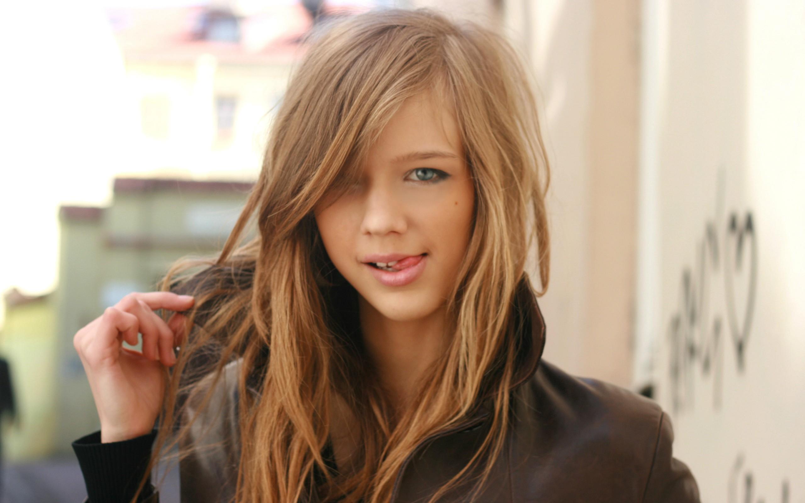 Blonde Girls Wallpaper2