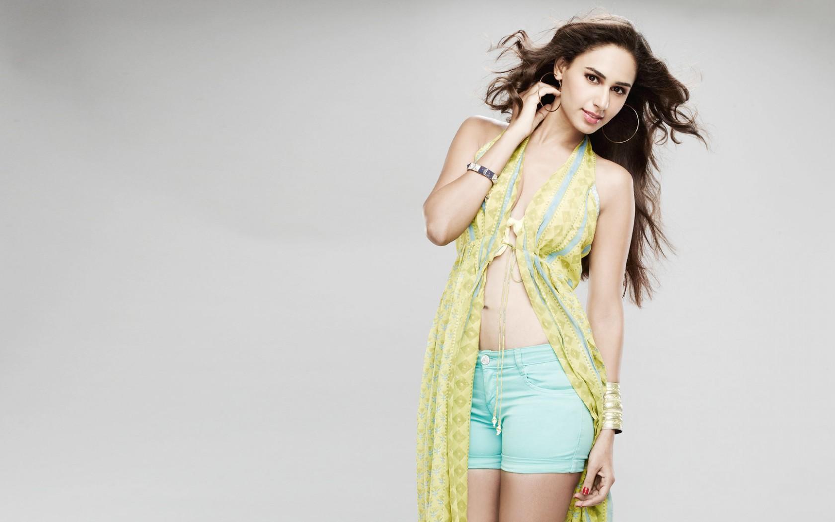Hasleen Kaur Indian Model Wallpaper