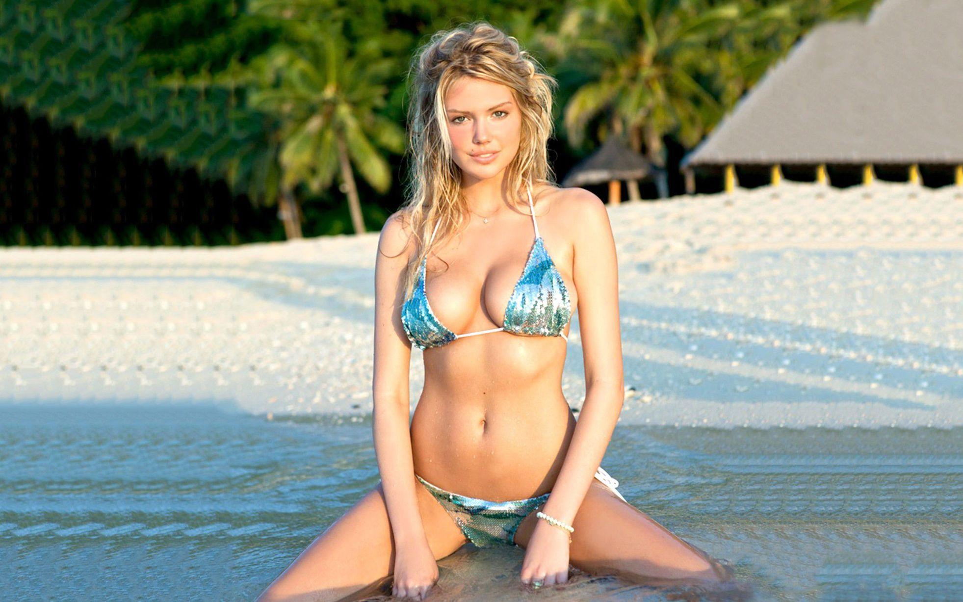 Bootylicious bikini beach babes wallpaper
