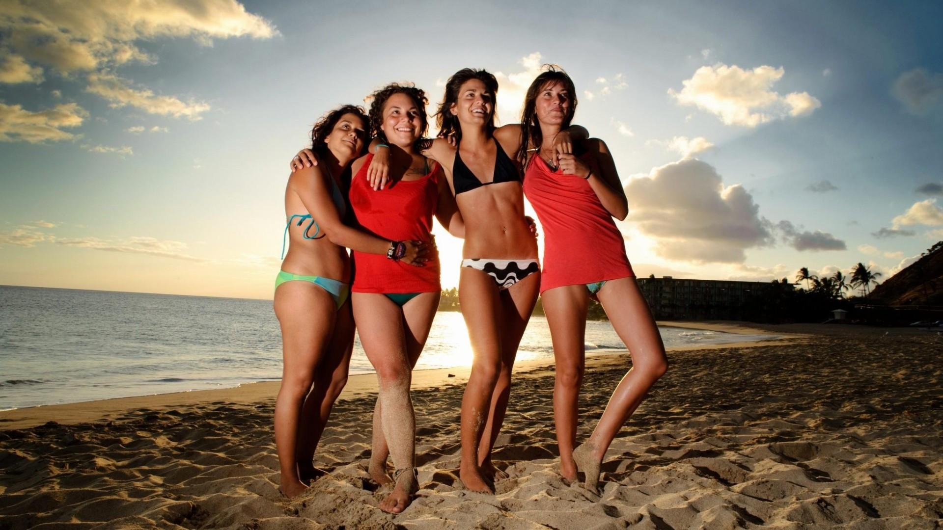 Beach Girls  HD Wallpaper