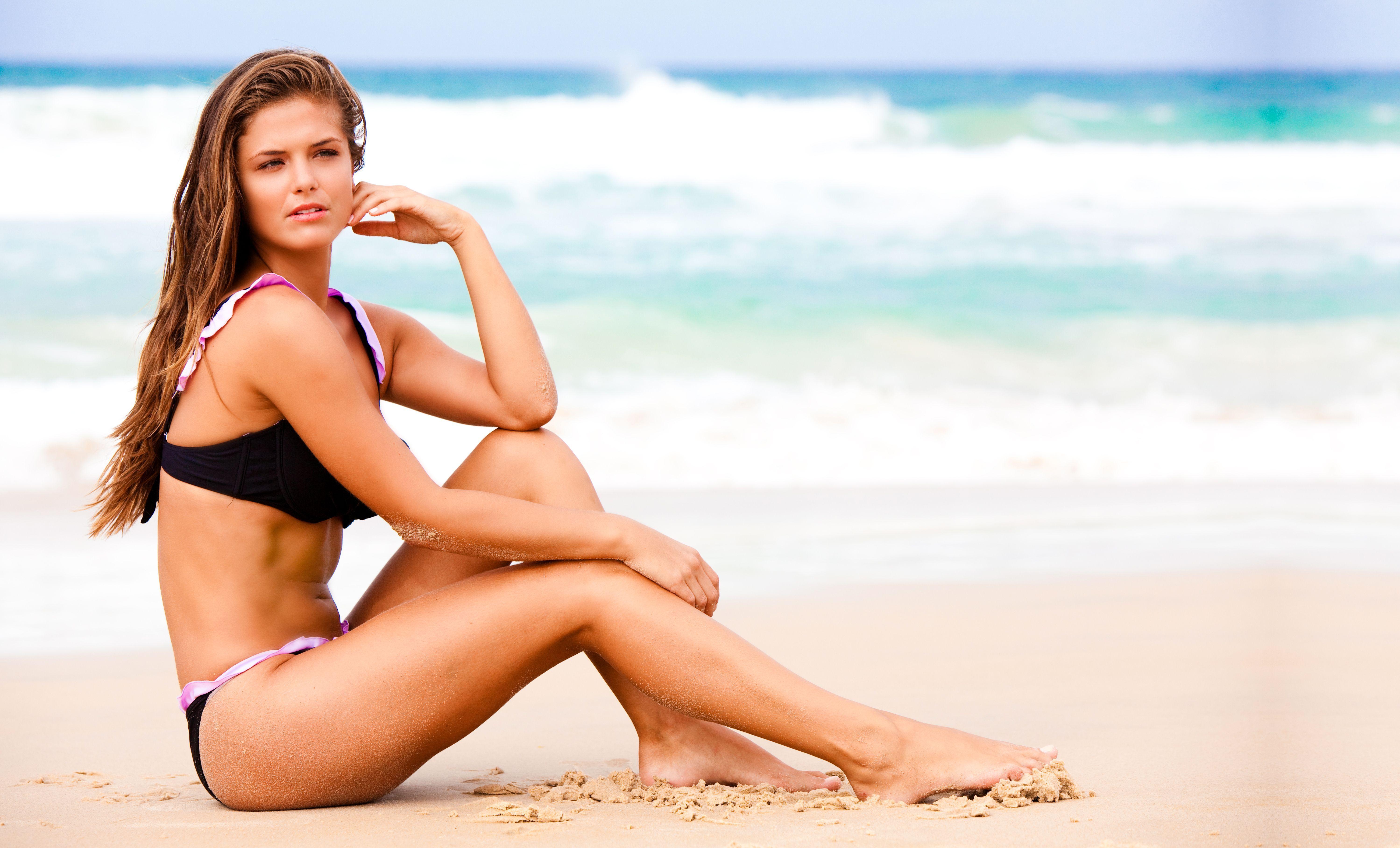 Beautiful sexy girl on beach free wallpaper