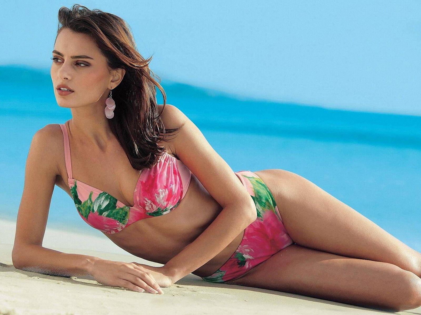 catrinel menghia in bikini wallpaper