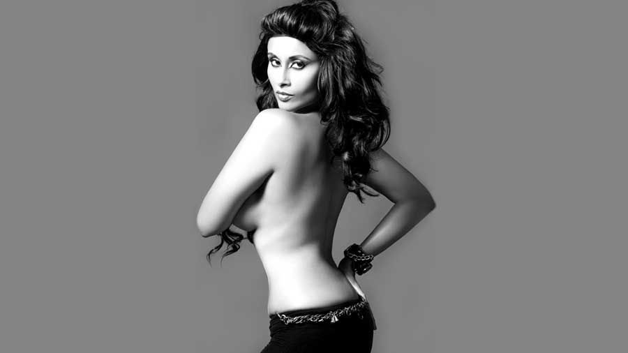iysha Saagar Hot Backless wallpaper