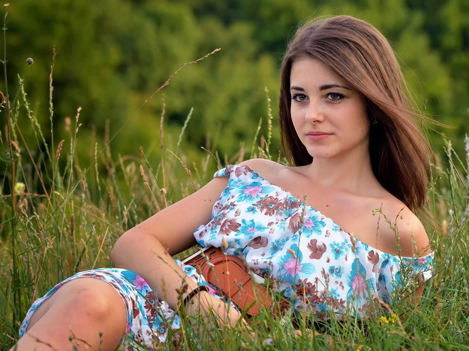 Brunette girl in the field wallpaper