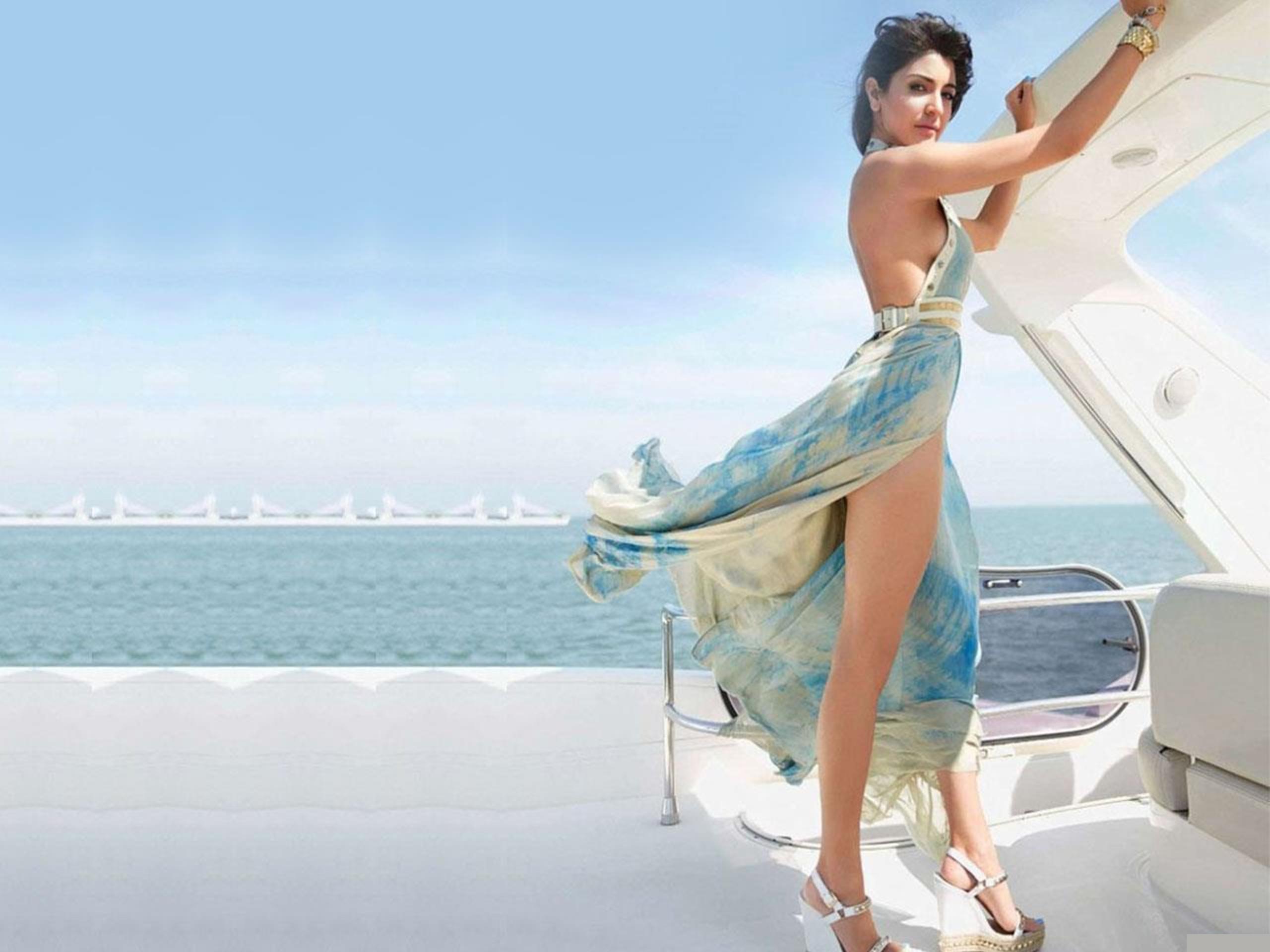 Bollywood Actress Anushka Sharma Hot & Sexy HD Wallpaper